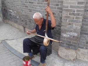 Pouliční hudba navodí atmosféru
